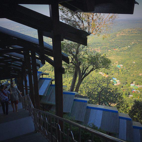 L'ascension du Mont Popa